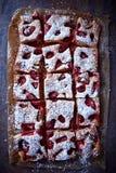 Torta de la fresa y del ruibarbo fotografía de archivo libre de regalías