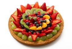 Torta de la fruta en el fondo blanco imagen de archivo libre de regalías