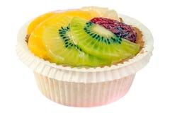 Torta de la fruta en la taza de papel Foto de archivo libre de regalías