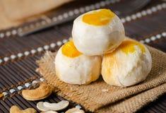 Torta de la haba con la yema de huevo salada foto de archivo libre de regalías