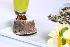 Torta de la lava de la pasta de azúcar del chocolate Imágenes de archivo libres de regalías