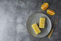 Torta de la llovizna del limón, postre de la torta de la corteza del limón fotos de archivo libres de regalías