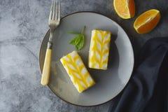 Torta de la llovizna del limón, postre de la torta de la corteza del limón foto de archivo