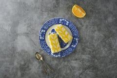 Torta de la llovizna del limón, postre de la torta de la corteza del limón Endecha plana, espacio de la copia fotografía de archivo libre de regalías