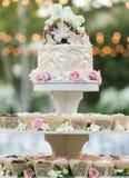 Torta de la magdalena de la boda Foto de archivo libre de regalías