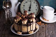 Torta de la mantequilla de cacahuete del chocolate con helar Imagenes de archivo