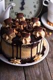 Torta de la mantequilla de cacahuete del chocolate con helar Foto de archivo