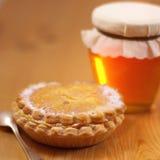 Torta de la miel y de la taza Fotografía de archivo libre de regalías