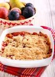 Torta de la migaja de la fruta y de la baya fotografía de archivo