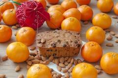 Torta de la Navidad con los mandarines imagen de archivo libre de regalías
