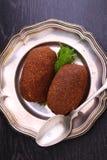 Torta de la patata en la placa Imagenes de archivo