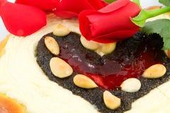 Torta de la tarjeta del día de San Valentín fotografía de archivo libre de regalías