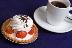 Torta de la taza de la fresa Fotografía de archivo libre de regalías