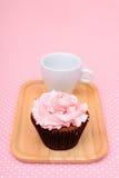 Torta de la taza de la fresa del chocolate Imagenes de archivo