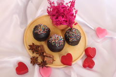 Torta de la taza del chocolate para el día de tarjetas del día de San Valentín Foto de archivo libre de regalías