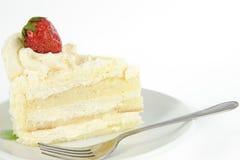 Torta de la vainilla con la fresa en tapa Imagen de archivo