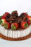 Torta de la vainilla con las fresas Fotografía de archivo libre de regalías