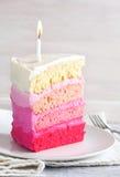 Torta de la vainilla en Ombre rosado Foto de archivo