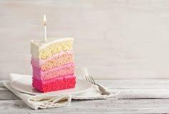 Torta de la vainilla en Ombre rosado Imagen de archivo