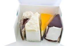Torta de la variedad en la caja azul Fotografía de archivo libre de regalías