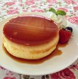 Torta de las natillas con la fresa Foto de archivo