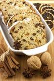 Torta de los días de fiesta con las pasas y las nueces Imagen de archivo libre de regalías