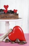 Torta de los pasteles de la capa del mousse de chocolate de la tarjeta del día de San Valentín Imagen de archivo libre de regalías