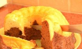Torta de mármol cortada Foto de archivo libre de regalías
