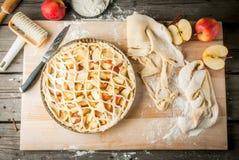 Torta de maçã do cozimento foto de stock royalty free