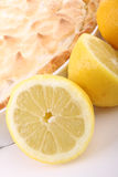 Torta de meringue de limão fotos de stock royalty free