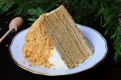 Torta de miel con crema agria foto de archivo libre de regalías