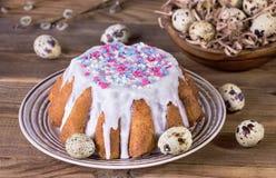 Torta de Pascua con el esmalte blanco Foto de archivo