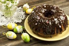 Torta de Pascua con los snowdrops Foto de archivo libre de regalías