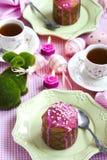 Torta de Pascua en la tabla festiva imagen de archivo libre de regalías