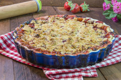 Torta de ruibarbo caseiro da morango Fotografia de Stock