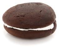 Torta de Whoopie no fundo branco Imagem de Stock
