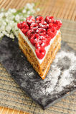 Torta de zanahoria con las frambuesas Fotografía de archivo