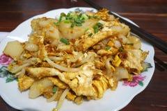 Torta de zanahoria del arroz frito con los brotes de haba imagen de archivo