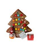 Torta, decoración del árbol de navidad y cajas de regalo hechas en casa Imagen de archivo