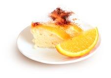 Torta del aire con las naranjas y el azúcar fotografía de archivo