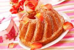 Torta del anillo en estilo romántico foto de archivo