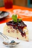 Torta del arándano en plato Imagen de archivo libre de regalías
