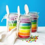 Torta del arco iris en un tarro Fotos de archivo libres de regalías