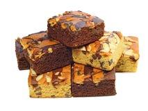 Torta del brownie en el fondo blanco imágenes de archivo libres de regalías