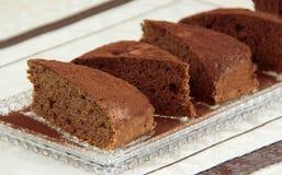 Torta del cacao Empanada hecha en casa del chocolate hecha de la calabaza y de manzanas ralladas Especia con canela, cacao y nuec Imagen de archivo