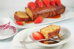 Torta del caramelo con la fresa Imagen de archivo
