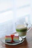 Torta del crespón con té Fotografía de archivo libre de regalías