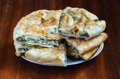 Torta del formaggio e dell'ortica Fotografie Stock