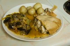 Torta del fungo e del pollo con la ratatouille Fotografie Stock