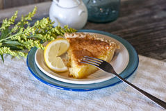 Torta del latticello del limone Immagini Stock